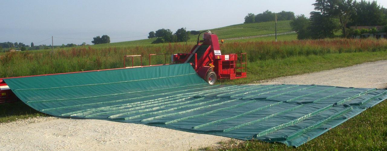 Toile-réceptacle trainée - Récolte des petits fruits - dimensions de la bâche 8.5 X 9m